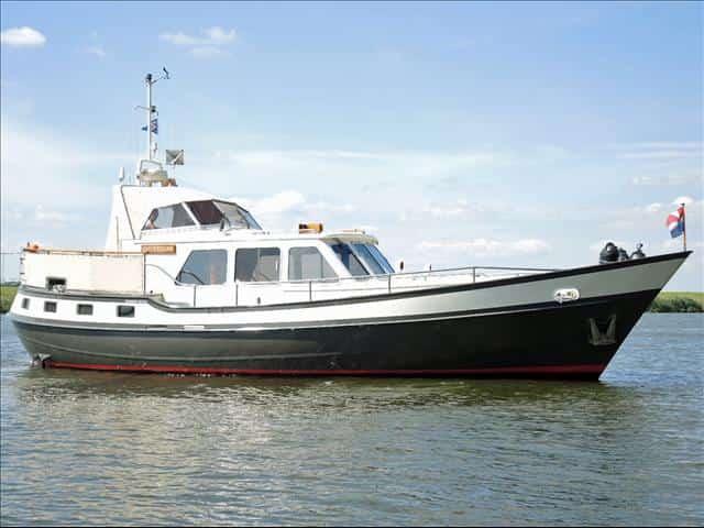 Seegehendes Motorboot JULIUS