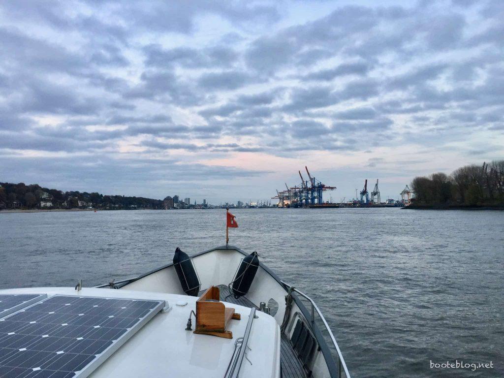 Kurz vor Hamburg bei einsetzender Dämmerung.