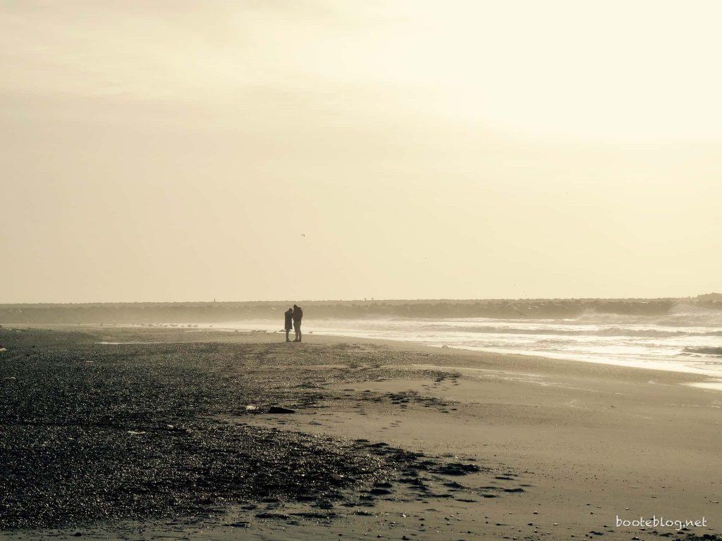 Das einsame Paar im Sturm. Hvide Sande, Januar 2017.