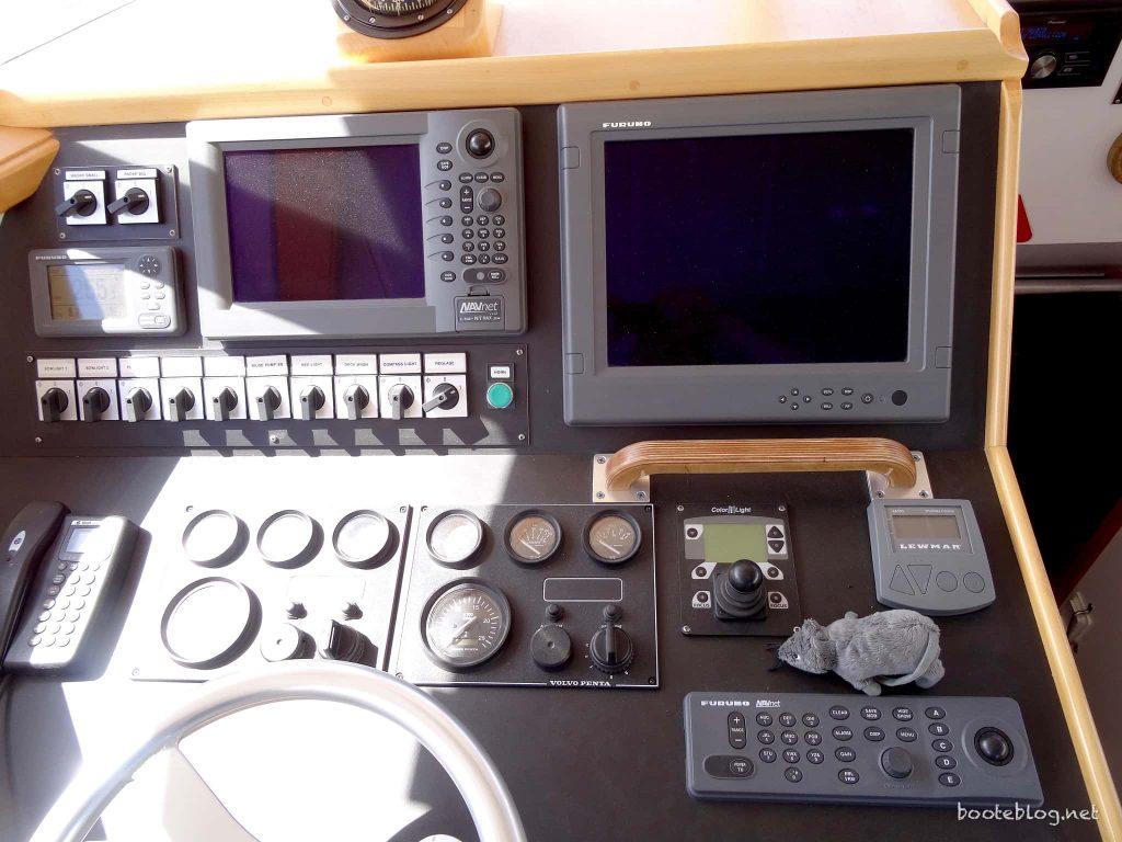 Elektronische Navigation - hier mit Furuno an Bord der M/S CRUM